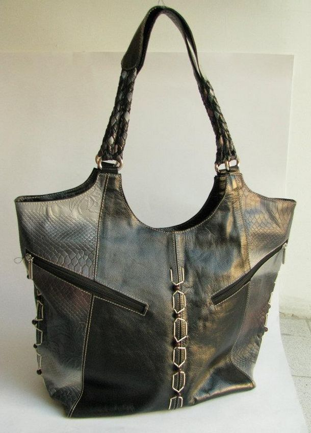 STYLE REGINA. MATERIAL 100% LEATHER, TEXTILE LINING.