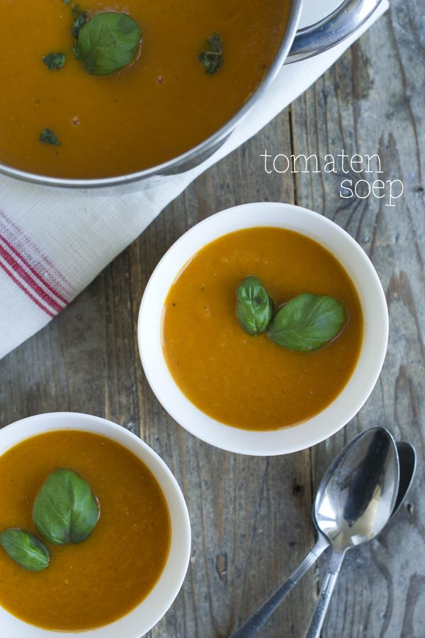 Soep is altijd goed. Deze homemade tomatensoep zeker! Recept via BrendaKookt.nl