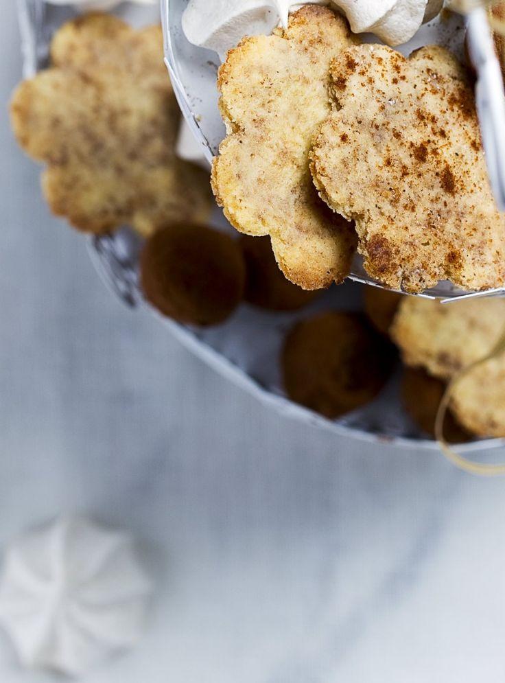 In foodnotes van het decembernummer van foodies staat een etagere vol zelfgebakken kerstgoodies. Van de eggnog-schuimpjes vind je het recept in het blad. Het recept ...
