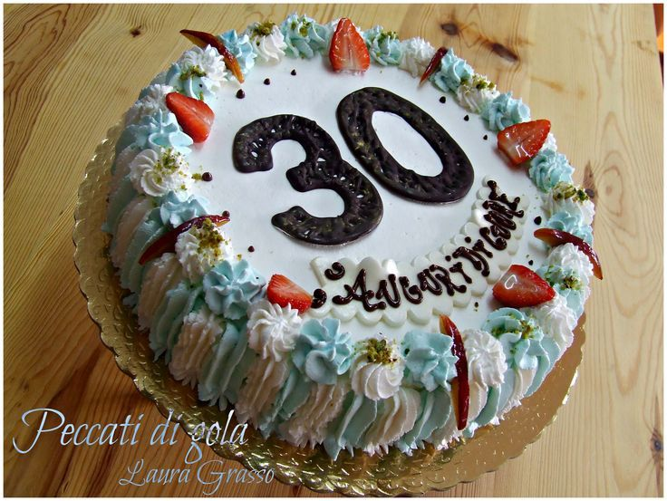 Torta bianca e azzurra per un trentesimo compleanno ...