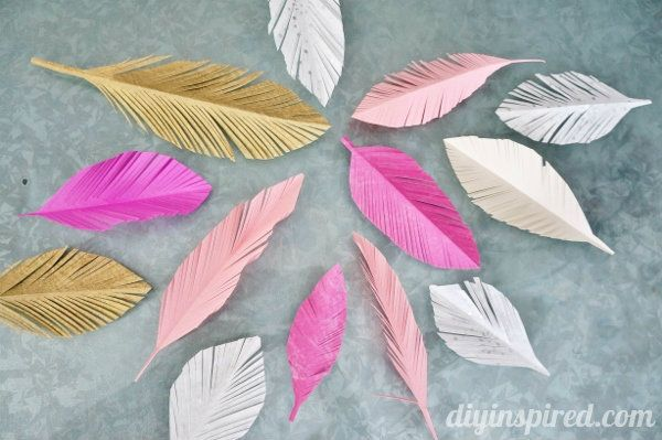 Tips on How to Make Pretty Paper Feathers - http://www.diyinspired.com/tips-on-how-to-make-paper-feathers/ #papercrafts