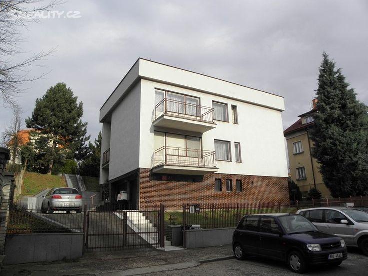 Vila 273 m² k prodeji Praha 9; 9900000 Kč, parkovací místo, garáž, patrový, samostatný, cihlová stavba, dobrý.
