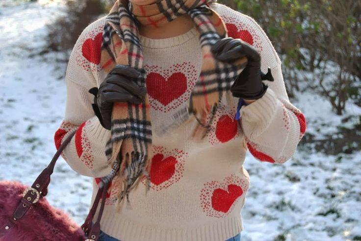 http://tohavefabulousday.blogspot.com/    Dziś strój z serii ma być mi ciepło i wygodnie :-) Nie ukrywam jestem wielkim zmarzluchem i uwielbiam wszelkie ubrania które dają ciepło. Sweter w serduszka upolowałam jakiś rok...