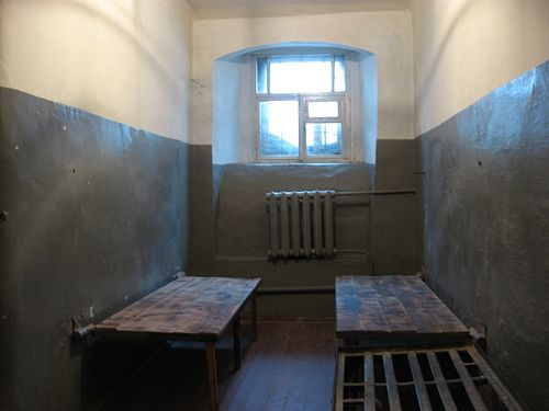 Prison cell, Museum of the Soviet Secret Police, Tomsk.JPG by j neuberger, via Flickr