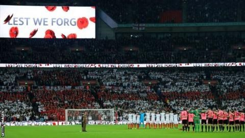 """England and Scotland players wore armbands bearing poppies during their World Cup qualifier on Armistice Day  Scotland  manager Gordon Strachan and his Northern Ireland counterpart Michael  O'Neill want """"common sense"""" to prevail over the ban on teams displaying  poppies.   Last year Fifa fined all four home nations for their use of the poppy to commemorate Armistice Day deeming it to be a political symbol. But the ban is now set to be lifted by world football's governing body.  """"If it gets…"""
