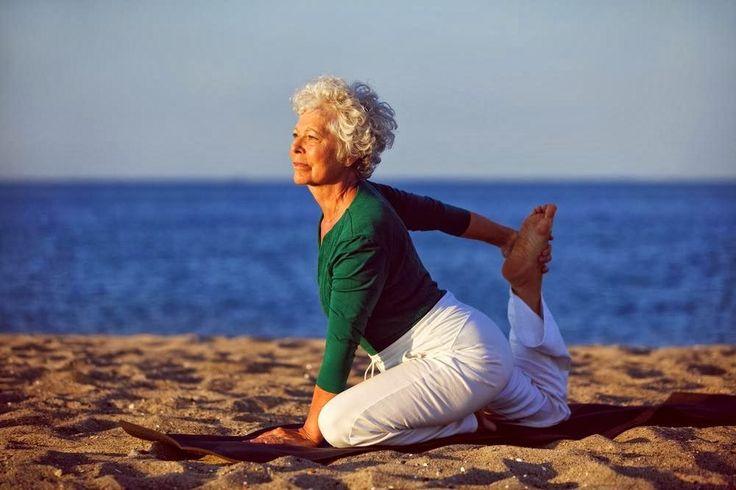 Cuando se llegaa cierta edad, cuestaun poco más mantenerse en un excelente estado fisico, ya que el cuerpo al envejecer pierde flexibilidad, pierde masa muscular y aumentan los dolores típicos del venir de los años. Es allí que se comienza a aparecer el sedentarismo. Muchos adultos mayores no están informados de las actividades físicas aptas para esta etapa de la vida, donde se puede ser saludab ...