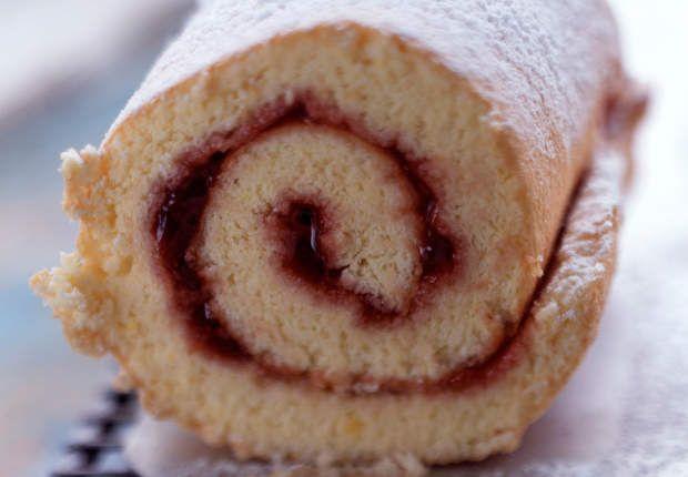 Gâteau roulé à la confiture de fraisesVoir la recette duGâteau roulé à la…