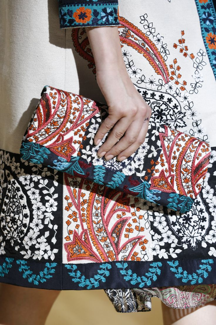 Captivated by the paisley motif from #OscardelaRenta #Spring2017