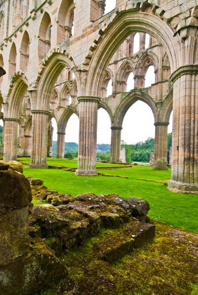 Rievaulx Abbey ruins, Inside the abbey church