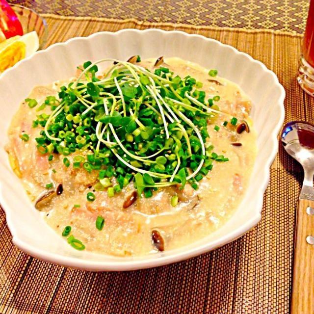 明太子クリームスープスパに青ねぎ、カイワレをたっぷり乗せました(o^^o)! サラダは、レタス、きゅうり、トマト、ゆで卵を胡麻ドレで! 火曜日晩ご飯です(^ν^) - 118件のもぐもぐ - 明太子クリームスープスパで火曜日晩ご飯(^ν^) by SONOME13