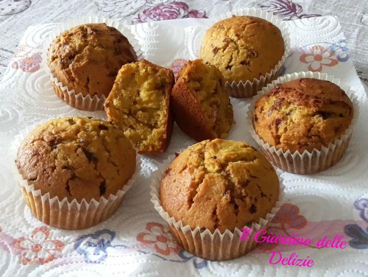 Muffin alla zucca, con la zucca e codette di cioccolato si può fare di tutto e di più e poi è proprio il suo momento, approfittiamone nei più svariati modi.