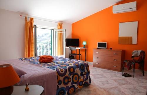 Casa G�ttina Naso Located 10-minute drive from Ponte Naso beach, Casa G?ttina is a holiday home with a terrace. Guests benefit from free WiFi and a private parking available on site.  The kitchen comes with an oven and a microwave.