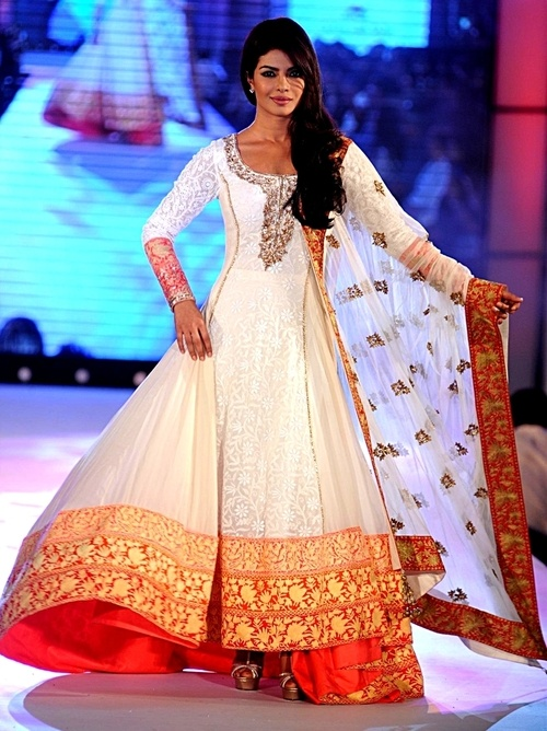 Priyanka Chopra in a ultra gorgeous Anarkali style dress by Manish Malhotra,  indian, india, wedding gown, wedding dress, bridal gown, bridal dress, bridal, wedding, Indian gown, Indian dress, Indian bridal, Asian, Indian wedding gown, Indian bridal gown