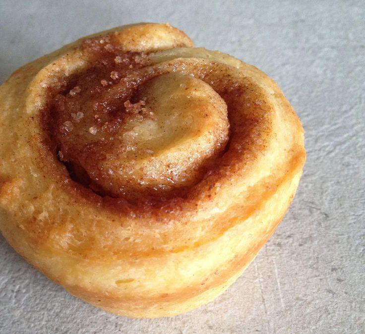 Je kent ze vast wel, opgerolde broodjes met een swirl van kaneel er in. Het hele jaar door lekker, maar vooral nu het wat kouder wordt!