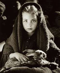 Jean Dieuzaide (1921-2003) - A Rapariga do Coelho (1954), Nazaré, Portugal.