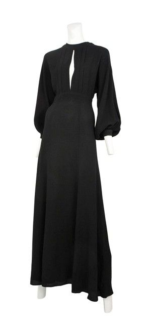 Vintage Ossie Clark dress - this silhouette manages the perfect mix of subtle sexiness and classic elegance <3