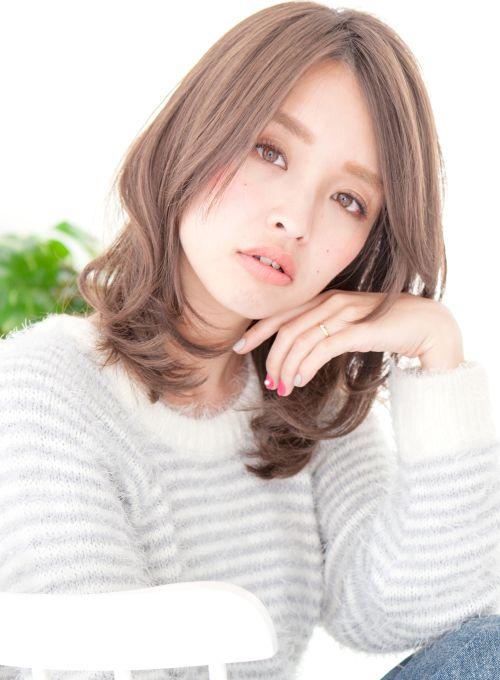 【ミディアム】アッシュカラーセンターパートミディアム/PATIONNの髪型・ヘアスタイル・ヘアカタログ|2016冬春