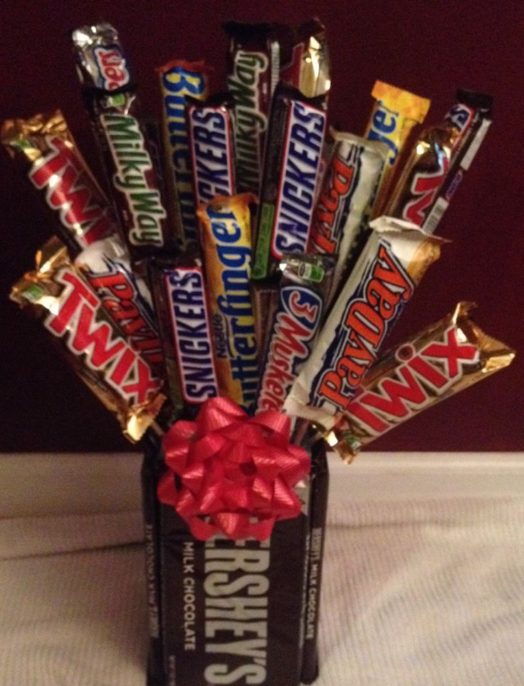 Candy Bar Bouquet for Valentine's Day for Him.
