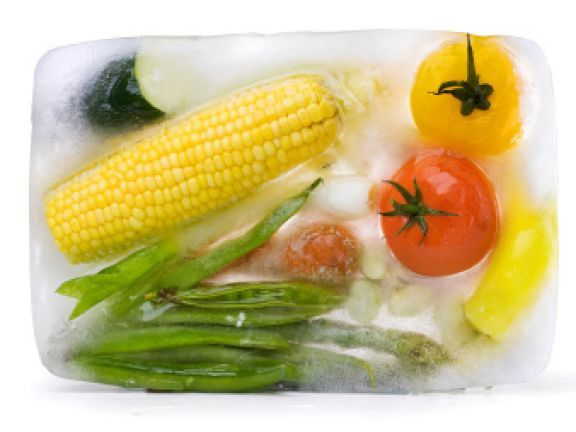 Tiefkühlkost: wie viele Vitamine stecken drin? EAT SMARTER beantwortet die wichtigsten Verbraucherfragen zur Tiefkühlkost.