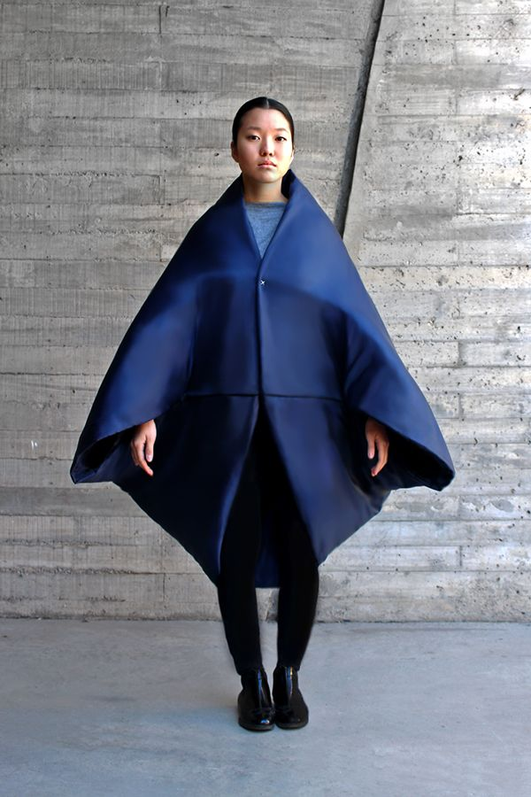 "Francisca Poch - ""Geiko Actual"" a collection inspired by ancient Japanese culture, made with basic shapes such as a square, a cylinder and a trapezoid."