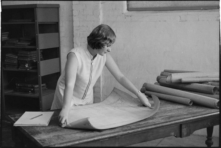 319504PD: Checking maps. J.S. Battye Library of West Australian History and State Archives, 1969 (Click to Start Zoom)