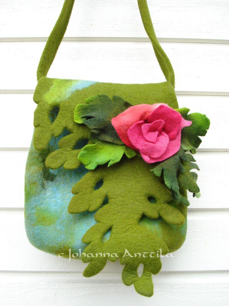 Ruusuinen huopalaukku. Fettbeg with roses.
