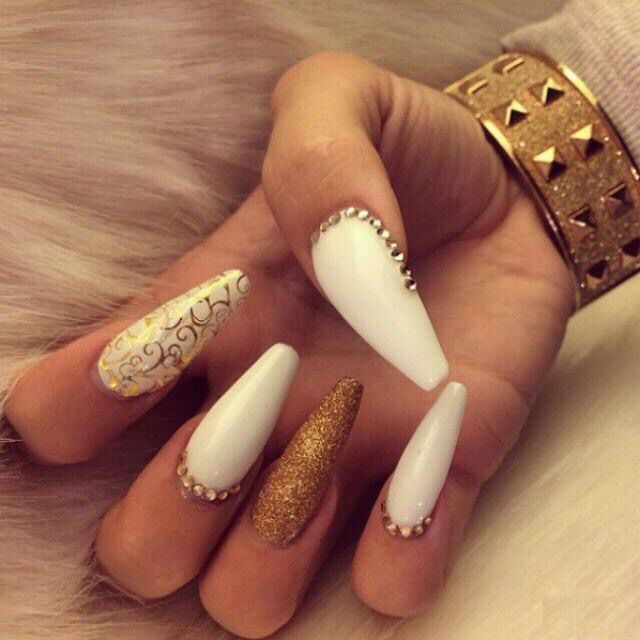 White and gold. | Slay. in 2019 | Nails, Glam nails, Nail Art