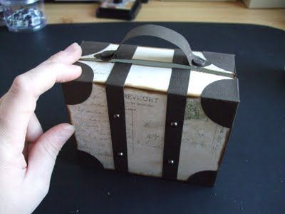 Suitcase tutorial- you can translate but the picture are really all you need!.
