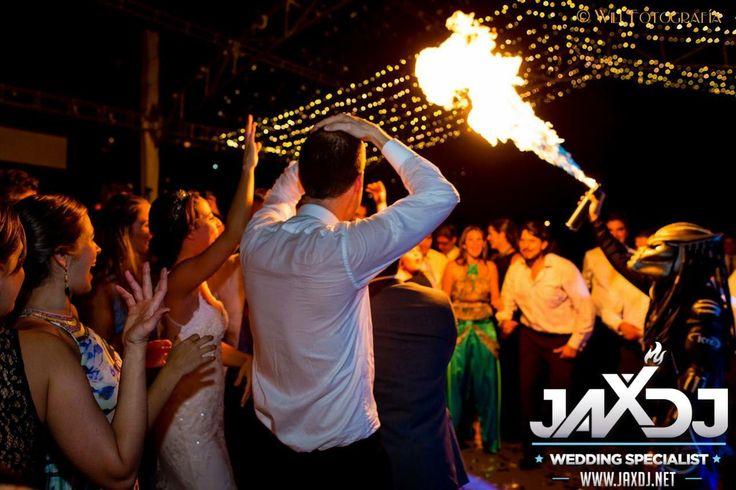 Más que un DJ somos el espectáculo en sus eventos!!! www.jaxdj.net