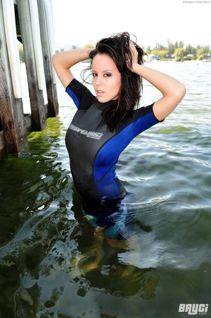 Are girl getting out of wetsuit naked scandal!