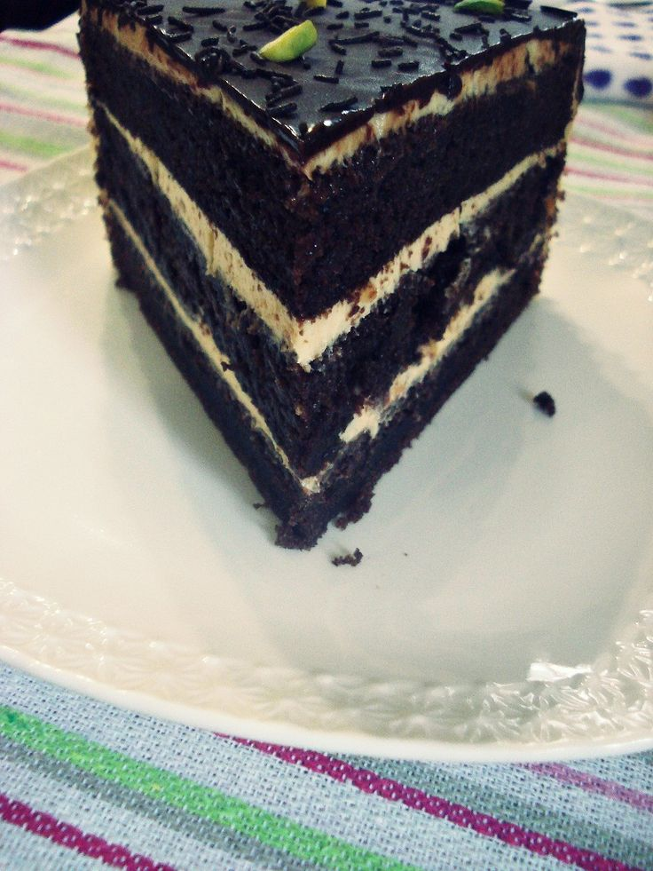 американский шоколадный торт с маскарпоне и арахисовым маслом