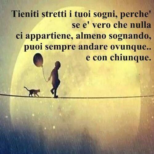 #frasi: Quédate cerca de tus sueños, porque si bien es cierto que no hay nada que nos pertenezca, al menos soñando siempre puedes ir a cualquier parte y con cualquier persona.