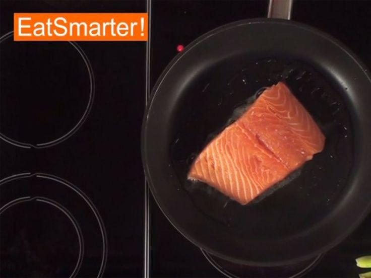 Wie Sie ein Lachsfilet perfekt in der Pfanne braten | eatsmarter.de