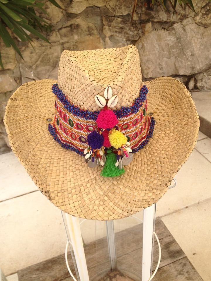 Tanto en verano como en invierno, es un buen momento para llevar sombreros como un complemento de moda para darle un toque a veces chic, a veces desenfadado a nuestro atuendo.Antiguamente, llevar sombrero en Canarias era cuanto más reservado a unos pocos. Tal vez por nuestro tipo de clima, tal vez por cuestiones culturales, el …