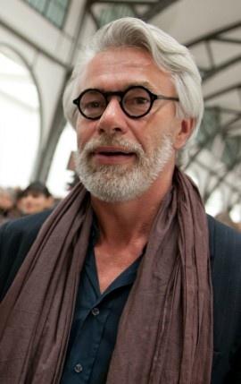 """Chris Dercon, Direktor der Tate Gallery of Modern Art in London (Foto: dpa) """"Das Künstlerprekariat sitzt in der Falle""""  Wir kuratieren uns zu Tode: Chris Dercon über das Elend der Projektemacher, die Ghettos der Kreativen– und über die Frage, ob wir eine Revolution brauchen"""