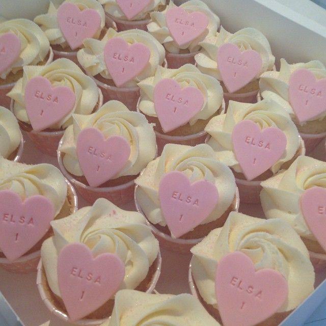 Ett års cupcakes! #birthday #födelsedag #dop #christening #babyshower #cupcake #baby #girl #flicka #pink #cupcake #homemade #handmade #hembakat #custommade #special #delivery #order #beställning #sockerpasta #sugarpaste #heart #love #kärlek #göteborg #gbgftw #linné