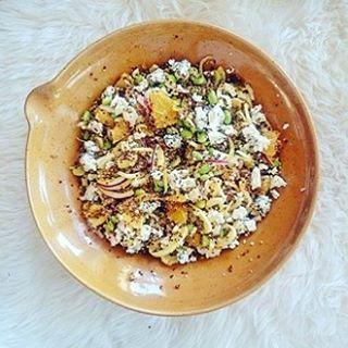Enkel quinoasallad med saffran, apelsin, saltrostade mandlar och…