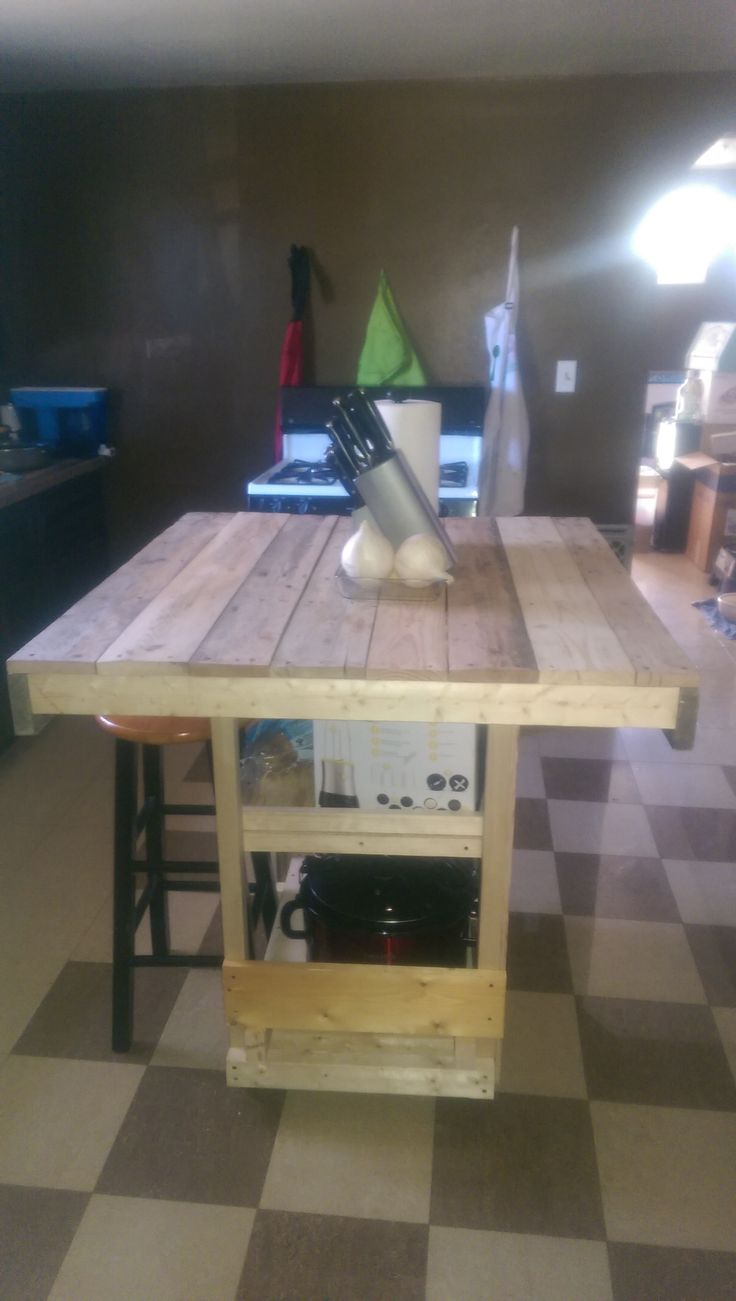 Kitchen Island Out Of Pallets 21 best hand building primitive furniture out of reclaimed wood