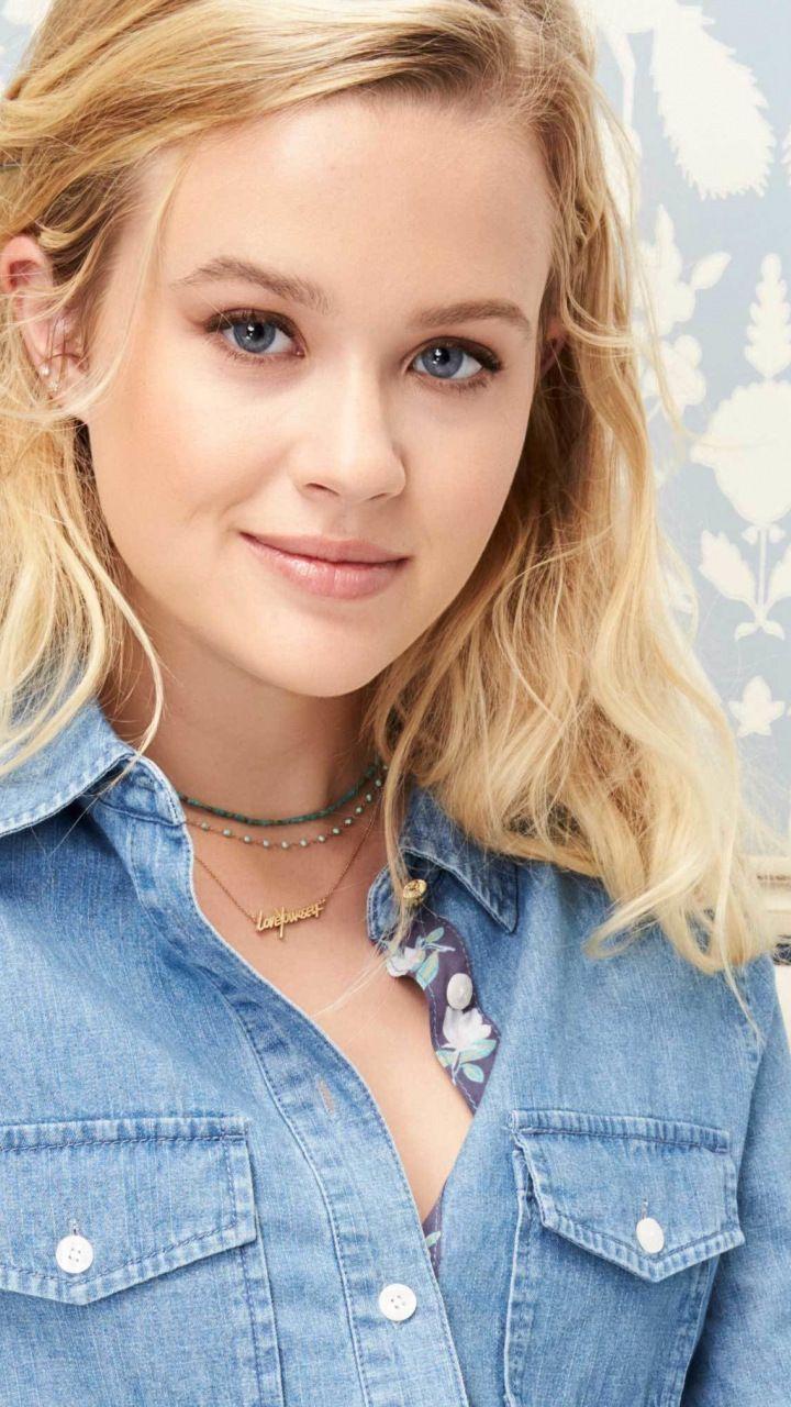 Ava Phillippe Celebrity Jeans Shirt 2018 720x1280
