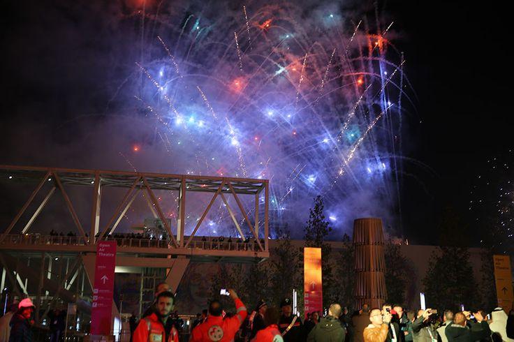 The closing ceremony at Open Air Theatre, Expo Milan 2015 #raiexpo #expo2015 #live #ceremony #milan #italy #fireworls