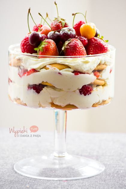 Trifle z owocami lata (warstwowiec)