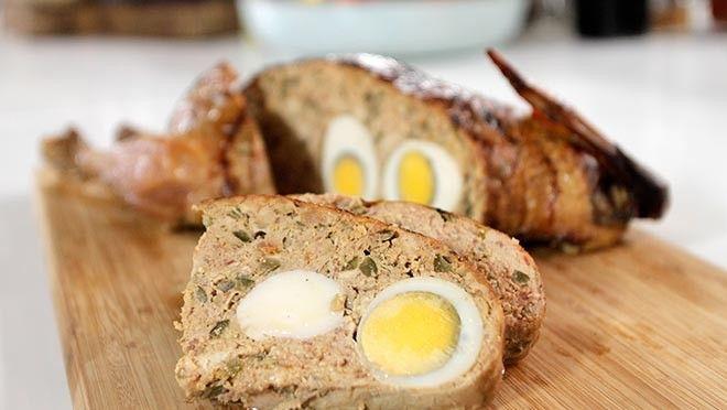de keukenmachine en doe dit in een kom. Kook de eieren circa 7 minuten. Snijd de champignons in hele fijne schijfjes. Snijd de ontbijtspek in kleine...