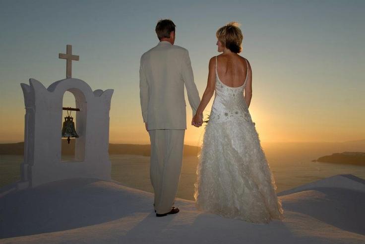 Could it be more romantic? #romance #Santorini #wedding