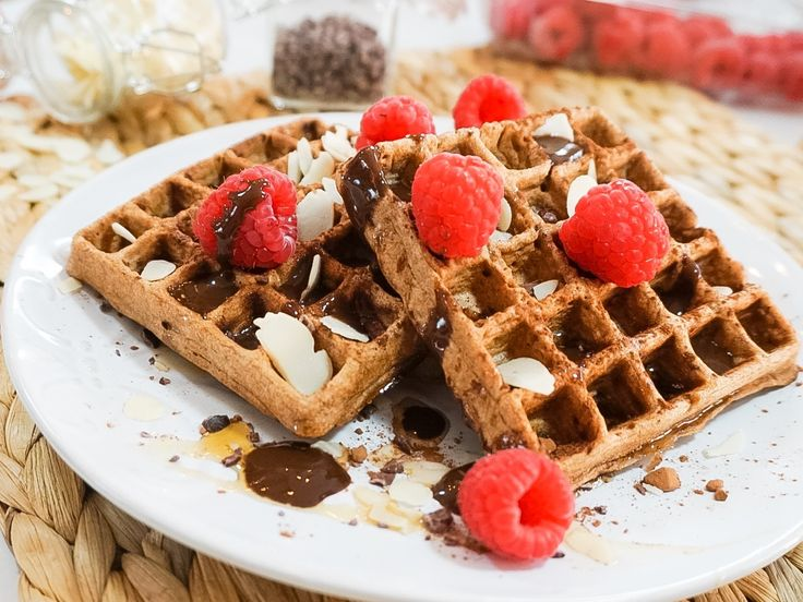 Share this on WhatsAppWie houdt er niet van wafels? Als je de tijd hebt, raad ik je aan deze wafels te maken. Lekker, gezond en tasty!   Wat heb je nodig? 300 gram amandelmelk 100 gram eieren 30 gram speltmeel 90 gram rijstmeel 20 gram amandelmeel 5 gram cacaopoeder 1/2 theelepel vanillepoeder 1/2 theelepel …