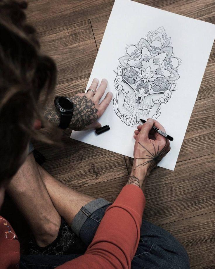 """Часто получаю вопросы о стоимости татуировки. 💱""""Скинь прайс"""", """"Сколько стоит сеанс"""" и т.д. Никакого прайса нет, есть индивидуальные проекты (как и индивидуальные ВЫ☺) Если вы знаете что и где примерно хотели бы, то пришлите мне изображения с примерами работ и примером расположения татуировки. Если вы планируете выделить на татуировку определенный бюджет, так же, дайте мне об этом знать) Я всегда оцениваю идею в целом, по всем известным мне критериям. Бывает, это можно сделать только на…"""