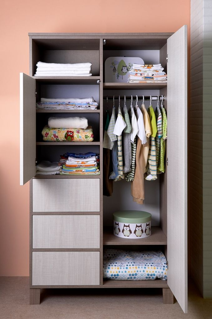The Holly wardrobe in use / Holly szekrény használatban