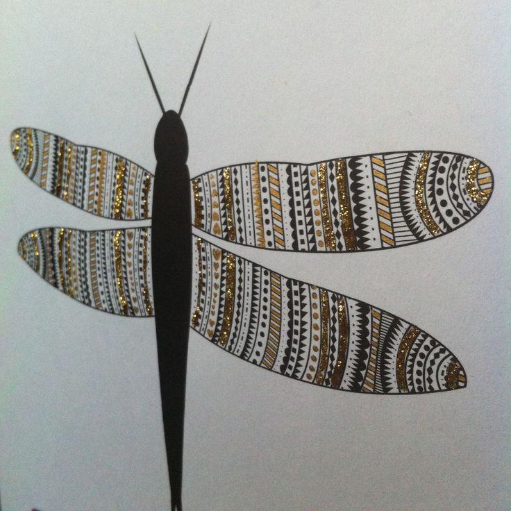 Trollslända i svart,vitt och guld // Black white and gold dragonfly