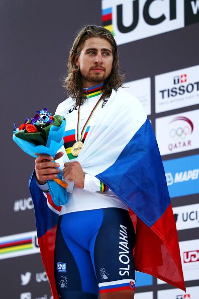 Peter Sagan celebrates victory on the podium Men's Road Race UCI World Championships 2016 / Bryn Lennon/Getty Images