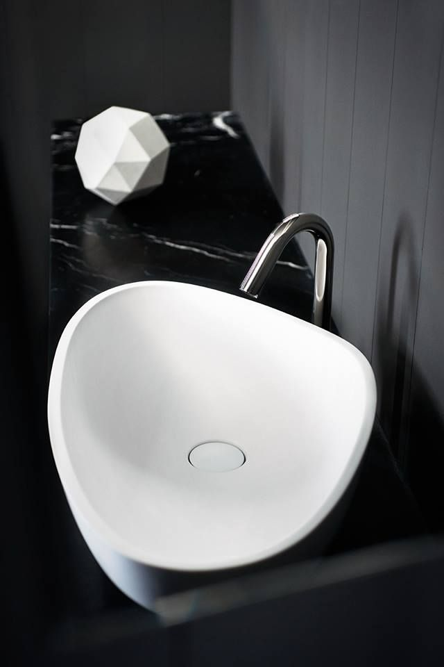 Agape Drop washbasin and Square taps by Benedini Associati. Learn more on  agapedesign.it