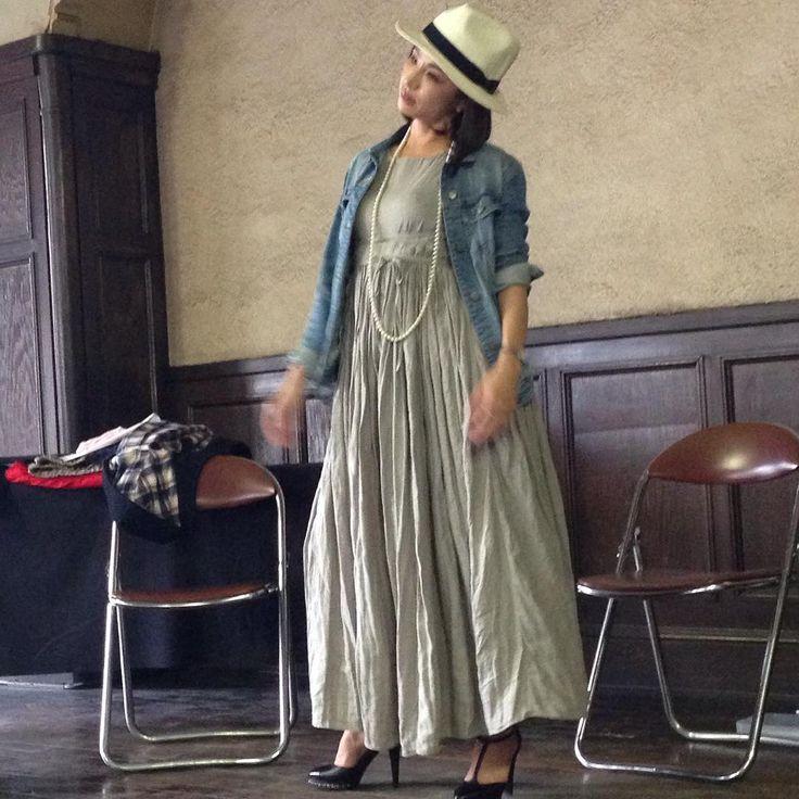 今日は、洋裁ブロガーのミセスIさんのトークライブで、愛知県のアールマテリアルへ来ました。美しすぎる、ミセスIさん、お話できて嬉しかったー!着用ドレスはチエックアンドストライプの天使のリネンですって。真似っこします! 今夜は名古屋で芝居を見て、明日は神戸へ。ハンドメイド仲間と会うのだー。 #アールマテリアルプロジェクト#リテイル